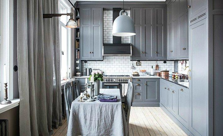 Чтобы сделать серую кухню интересной и оригинальной, стоит использовать насыщенные цветовые решения.