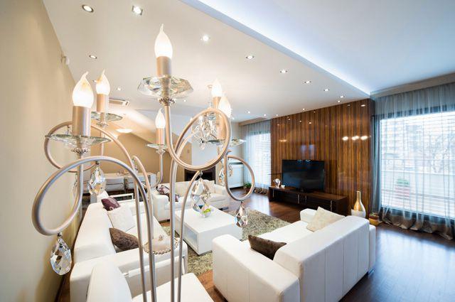 Нередко для оформления интерьера используют галогеновые лампы.