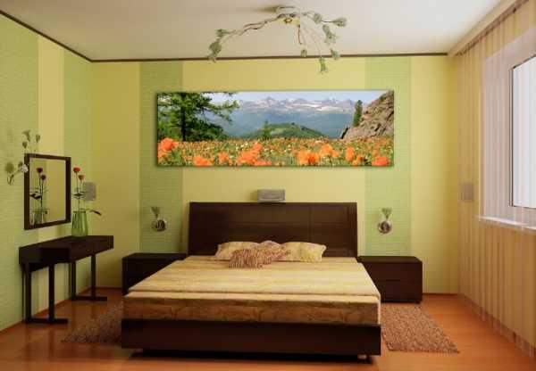Для оформления спальни стоит использовать бумажные, текстильные, флизелиновые обои.