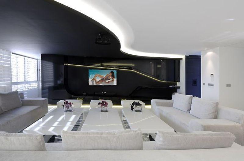 При оформлении помещения стоит сделать идеально ровный пол.