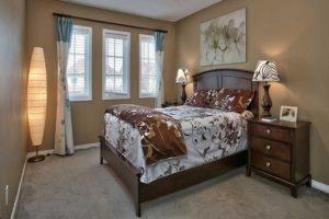 Как правильно должна стоять кровать по фен-шуй в спальне относительно сторон света