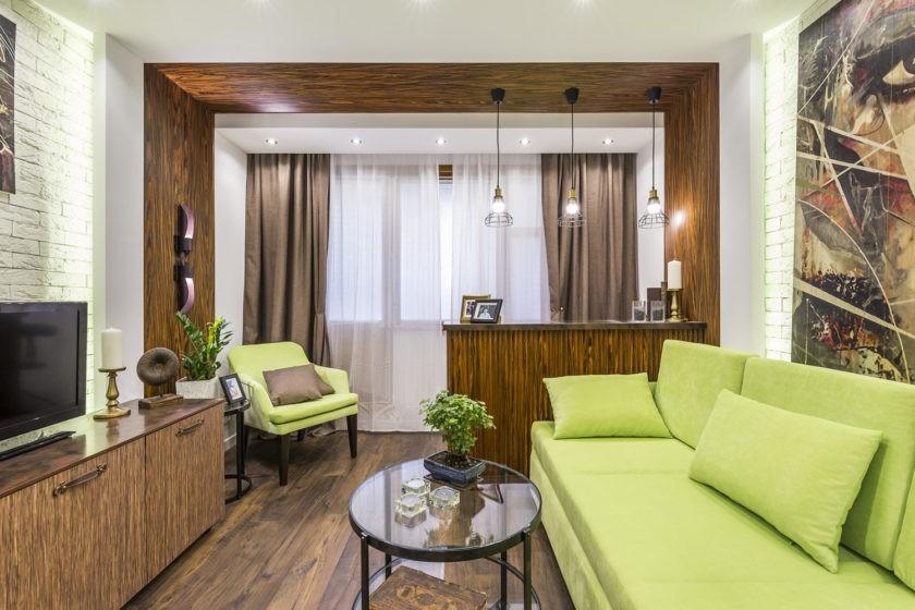 При создании классического интерьера стоит использовать шторы или жалюзи.