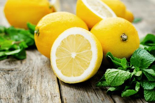 Лимон красивый